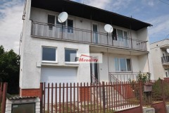 Na predaj priestranný rodinný dom v tichej oblasti v obci Bátovce