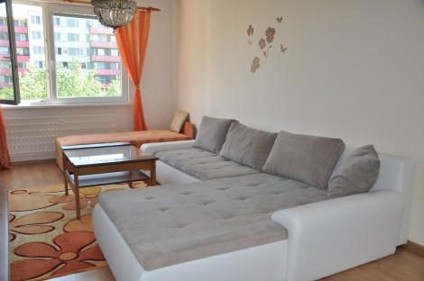 Na prenájom veľký 2 izbový byt v centre mesta